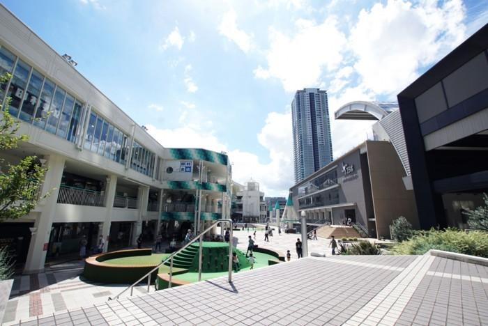 千里中央駅からは阪急バスで10分。