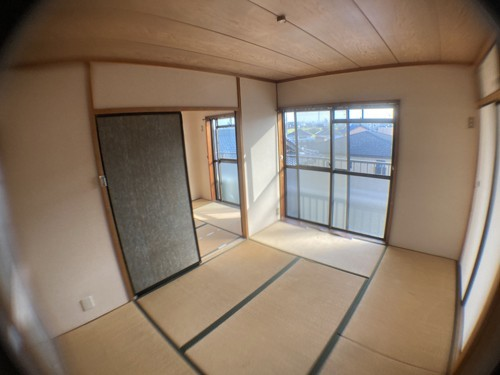 施工前の写真です。 元々は、6帖2間の和室でした。