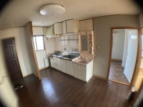 こちらも施工前のキッチンの写真です。