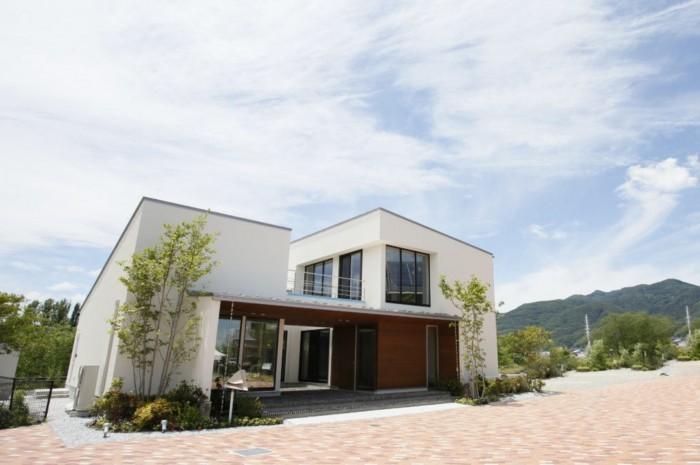 「設計事務所とはじめる家づくり」     サンプロは塩尻市を本社とし、松本市、長野市を中心に、住生活提案を行っています。  今まで新築住宅のご建築をお手伝いさせて頂いた件数は300組以上。  多くのご家族様にご用命を頂いたこと、心より感謝しております。     サンプロ建築設計でご建築頂いたご家族様の多くは、  一級建築士事務所としての「提案力」に共感いただき、  長野県内、数多くの住宅会社がある中、私たちを選んで下さいました。     「提案力」とは、厳選した素材やデザインにこだわり、  そこに住まう人の新しい「くらしをデザインする」こと。     家づくりをご検討中の皆様には、是非このモデルハウスを通して、  私たちの「提案力」を体感して頂けたらと思います。