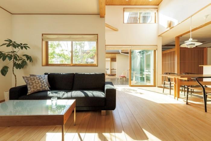 会場2.ひだまりほーむモデルハウス ①木の家体験ツアー 12 年目を迎えたモデルハウス。無垢の木の味わいを体感できます♪  ②デザインリフォーム設計士相談コーナー【無料!】 日頃思っている「こうしたいな」をお聞かせください!プロの視点でアドバイスします!
